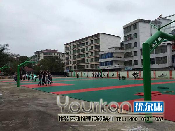 江西省安福中学学生体验悬浮地板篮球场